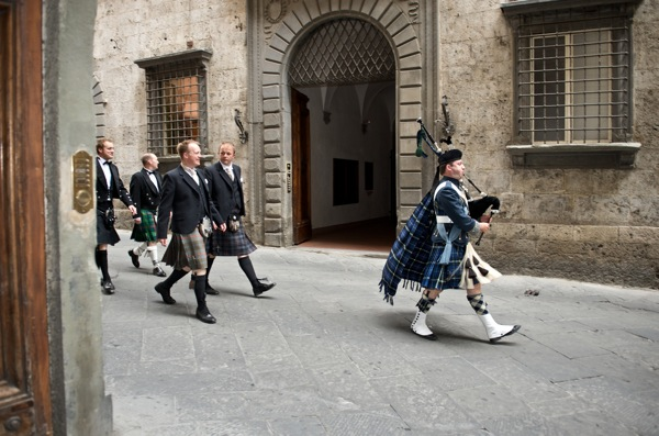 Scottish Piper, wedding Siena