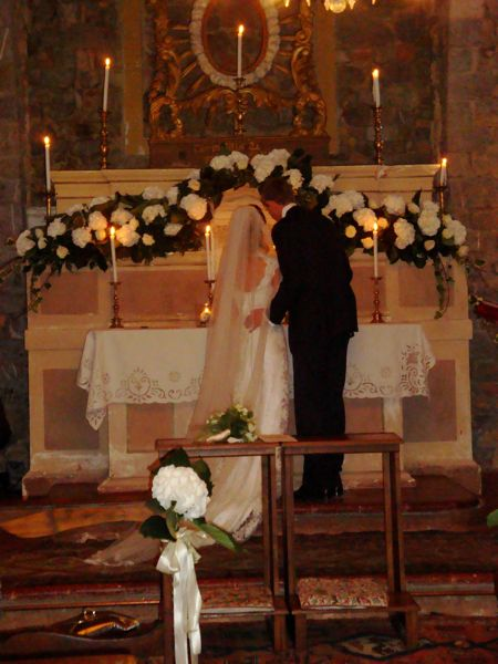 "Abbie & Alex – Tuscan Wedding – ""a moon on a stick venue"""
